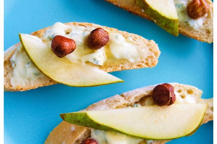 Bruschetta med pære, gorgonzola og honningnødder
