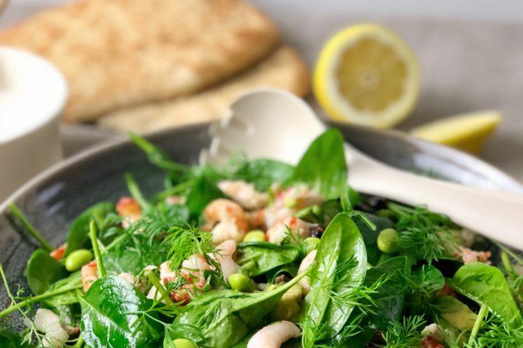 Spinatsalat med rejer og krebsehaler