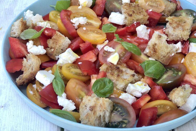 Nem børnesalat med peberfrugt og tomat
