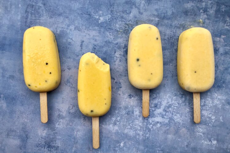 Mango/passionsfrugt is med kokosmælk