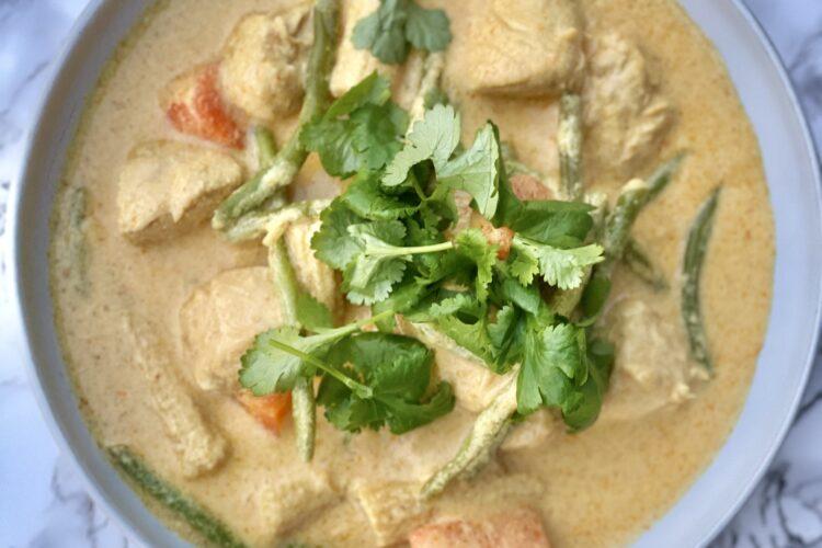 Red curry med kylling og grønt